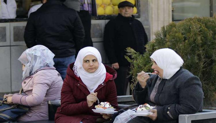 بعد اختفاء شبانها… دمشق مدينة النساء والكهول والعسكر