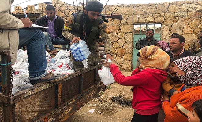"""الأناضول : الهلال الأحمر التركي يوزع مساعدات إنسانية في القرى التي تم تحريرها ضمن """"غصن الزيتون"""