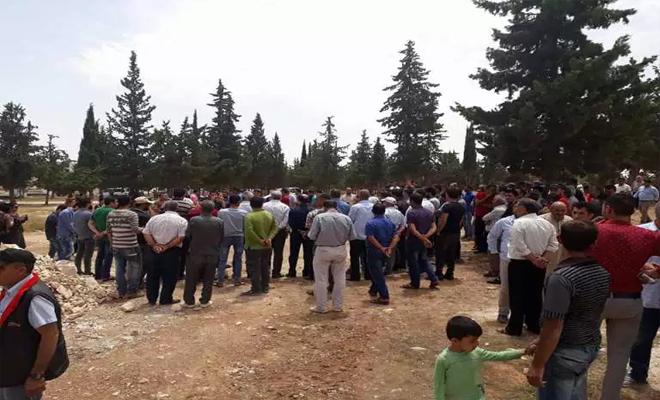 """ميليشيا """"ب ي د"""" الإرهابية تبيع الأملاك العامة وسط احتجاج الأهالي و قيامهم بالتظاهر"""