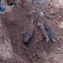 فريق الإستجابة الأولية يعثر على مقبرة جماعية في الرقة
