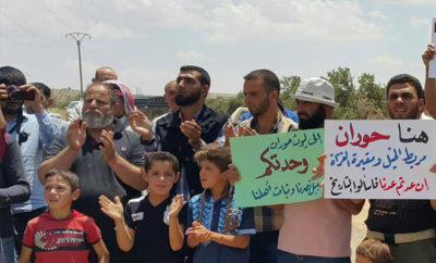 مدنيّون وعسكريّون يتظاهرون رفضاً للمصالحة التي دعا إليها نظام الأسد في ريف درعا