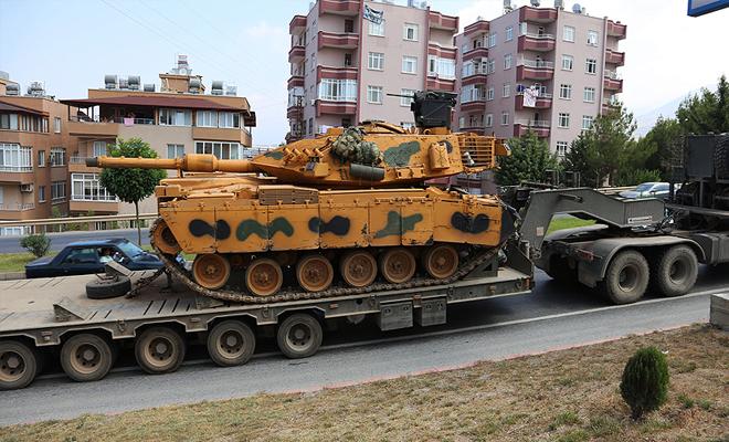 تركيا ترسل دبابات متطورة وعربات هجومية تحسباً لأي هجوم مرتقب على إدلب