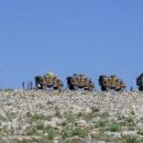 رتل عسكري تركي يحوي دبابات وآليات عسكرية توجَّه نحو إدلب