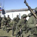 الغُزاة الروس يرسلون قوات مشاة إلى البوكمال لتعزيز قوتهم وإعادة انتشارهم