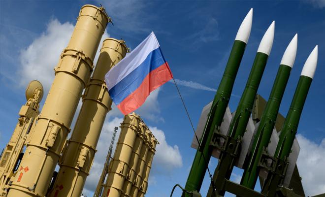 عناصر من عصابات الأسد الإرهابية يتدربون على منظومات إس-300 الروسية