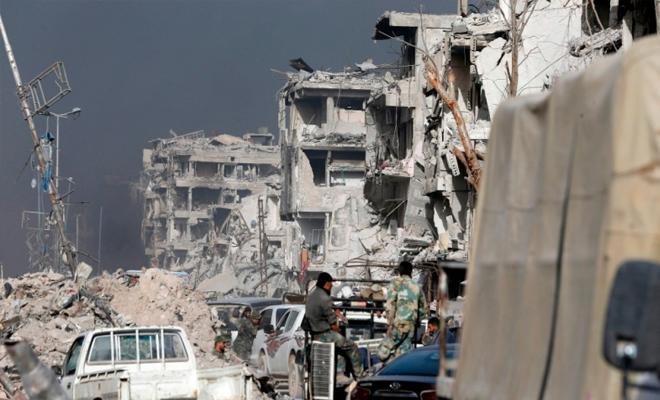 بعد تعفيشه من قبل عناصره نظام الأسد يدعو فلسطينيي مخيم اليرموك للعودة إليه